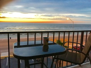 Breathtaking Ocean Views with All the Comforts of Home!, Galveston