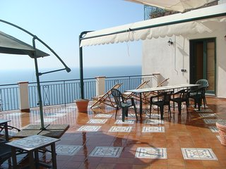 Casa Nadros - large seaview-terrace, A/C, WIFI, Praiano