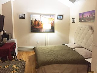 Sunny En Suite Studio/ One King Bed /one Full Size Futon 40 mins to Manhattan