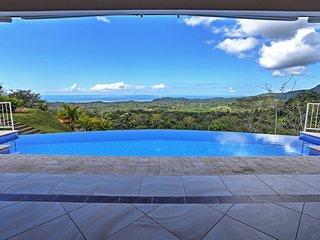 'Casa de la Roca' Stunning 3BR Ojochal House!
