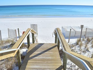3BR/BA Town Home 200 Yards from the Beach! ~55in Curved Tv~Grill~Heart of Destin