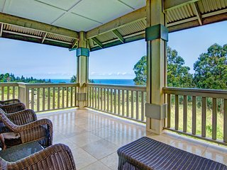 Private Home on 2.5 Acres w/Ocean Views, Hot Tub, & 600 sq ft Lanai. Hale Luana