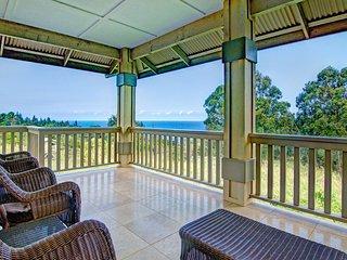 Private Home on 2.5 Acres w/Ocean Views, Hot Tub, & 600 sq ft Lanai. Hale Luana
