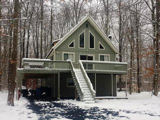 POCONO RETREAT / SUMMER OR WINTER / PARTY HOUSE