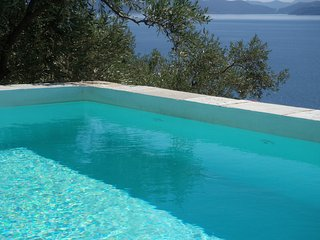 VILLA PERSEPHONE / KALAMOS / BY PELIONESTATES very close to the sea (200 meters)
