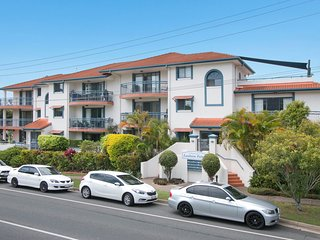 Lanham Palms Unit 2 - Easy walk to the main street of Coolangatta WiFi Access