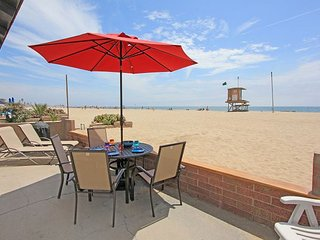 Oceanfront Escape - Patio on the Sand, 2 BBQs + Private Courtyard!