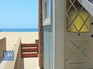 Oceanfront Remodeled Lower Duplex - Patio on the Sand with BBQ! (68387)