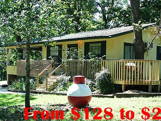 Beaver Lake Cabin Rental -7 Hwy miles to Rogers AR Boat Ramp, Private Cove, FLW
