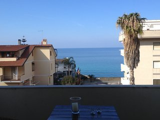 Tropea 1 bedroom apartment with sea view balcony 5 min. walk from the beaches