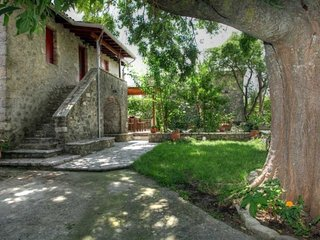 Villa Menelia-Traditional stone-built renovated house in the heart of the island, Vafkeri