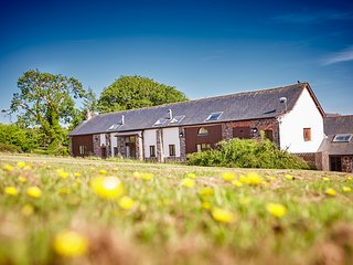 Elm Barn, spacious detached barn at Newhouse Farm Cottages, Witheridge