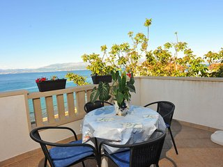 Apartments Tino - Standard Two-Bedroom Apartment with Balcony and Sea View