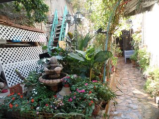 Cozy Garden Rooms  with beautiful view old style  rooms for rent, Jerusalem