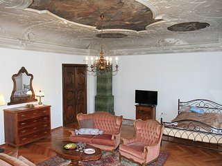 Codelli residence-sleep under baroque paintings!, Liubliana