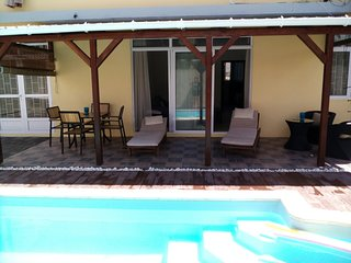 Villa w/ pool - 750m from the beach