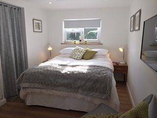 Ensuite King Size Bedroom annexe in the heart of beautiful Blewbury village
