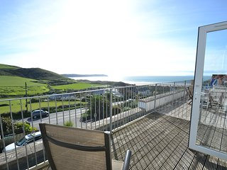 Driftwood Apartment, gorgeous views of countryside and whole of Woolacoombe bay