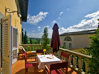Beautiful apartment with private terrace and panoramic swimming pool, Montespertoli