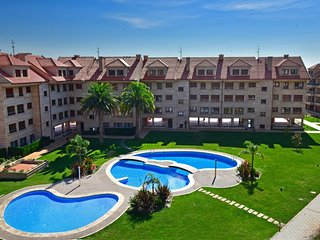 Modern apartment with heating, wifi, swimming pool, Isla de la Toja