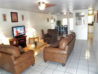 Casa Malbec A - 3 Bedrooms, Walk to the beach, South Padre Island