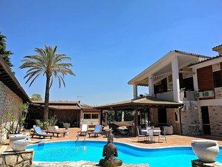 CDG027 Villa Cleopatra 8 posti letto con piscina