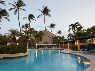 Spectacular Ocean View Luxury Beachfront Villa, Pool, Restaurants and Beach