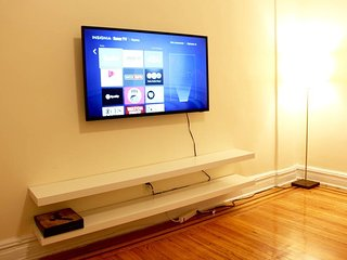 Smart TV with Netflix, Hulu and other channels