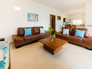 2-bedroom condo in beachfront complex (H2)