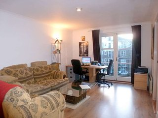Studio Apartment in gated development. Fulham Chelsea border with parking space