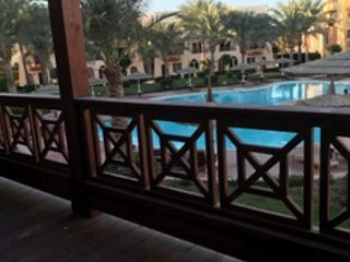 Spacious 2 bed apartment overlooking pool with beach access, Nabq Bay