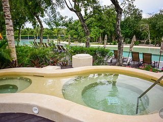 Special Rates for Couples! Condo in Private Resort!!, Playa del Carmen