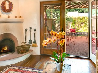 A Treasure with Private Garden….2 blks to wine, dine, shop on Plaza & Canyon Rd.