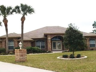 Deltona Private Oasis Awaits! ONLY 30MIN T0 DAYTONA, 45MIN TO DISNEY & UNIVERSAL