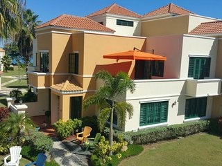 Beach Villa,  Punta Rincon, Sleeps 6, Air Conditioner and Wi-fi
