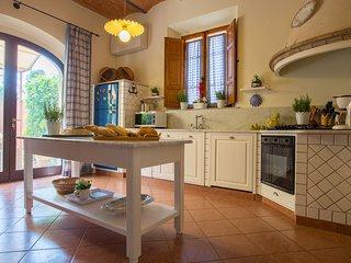 5 bedroom Villa in Fabbrica, Tuscany, Italy : ref 5241498