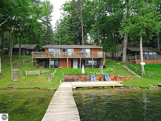Spider Lake, Traverse City - Waterfront Four Bedroom House