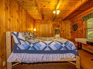 """2 BR/ 2 BA """"A GREAT ESCAPE"""" cabin in Pigeon Forge"""