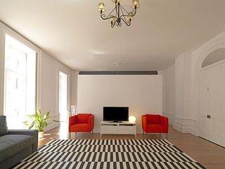Charming Mártires apartment in Cedofeita {#has_lu…, Oporto