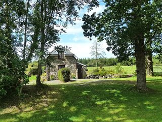 Cosy Meadow Sweet Cottage in the centre of Devon with great views of Dartmoor