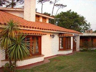 Alquilo Casa Punta del Este 8 Dormitorios 7 Baños 5 en Suite a una de la Playa.