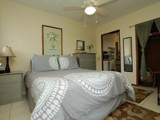 Kailua Executive Studio Cottage just a short walk or bike ride to Kailua Beach!!