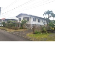 Spacious Three Bedroom Apartment in Waiakea - Minutes to Downtown &Attractions