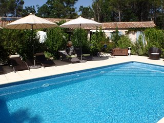4 star apartment for 2 with pool - 1km to medieval Aups- bars and restaurants