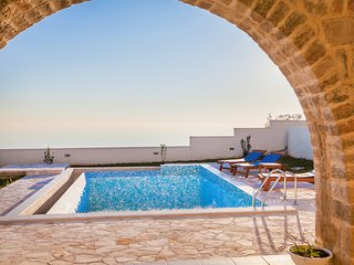 Villa Andjelika - Three Bedroom Apartment with Pool and Sea View
