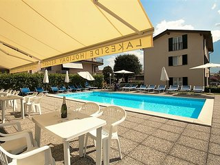 Lakeside Apartment with pool near the beach 1.floor, Domaso