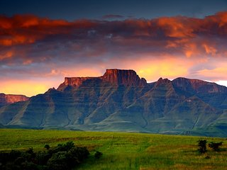 DRAKENSBERG HOUSE - UNESCO WORLD HERITAGE SITE
