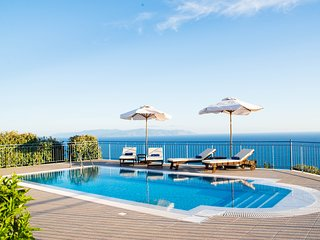 Villa Odysseus Sea & Mountain Views to the Horizon, Lourdas