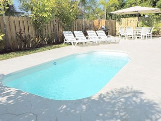 ALL NEW LIGHT & BRIGHT 5/3 FOR 12, HEATED POOL, 3 MINS TO HOLLYWOOD BEACHES, Hollywood