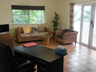 2 bedrooms Spacious Apartment close to City Central good for family and group, Cairns